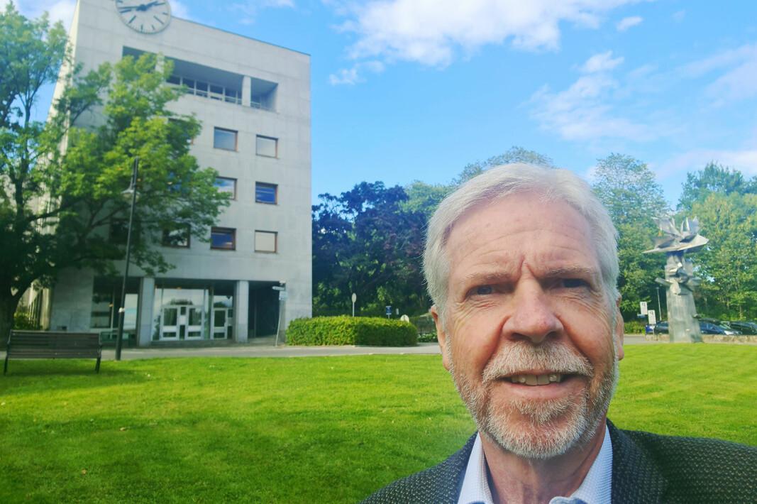 Daglig leder Pål Haugen i OmBrukt AS utenfor Radiohuset ved NRK Marienlyst. Foto: Pål Haugen
